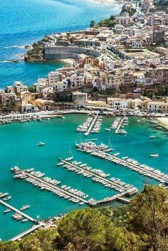Last year's Italian summer vacation took me to Capri and the volcanic Aeolien Islands, all beyond breathtaking and now its your turn! Consider Sicily!!!... http://blog.kymberlymarciano.com