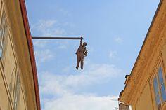 21. El hombre que cuelga hacia fuera, Praga, República Checa. Esculturas creativas más importantes del mundo.
