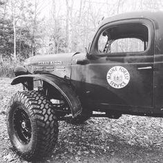 Old School Garage reborn! Dodge Power Wagon, Dodge Wagon, Dodge Trucks, 4x4 Trucks, Diesel Trucks, Cool Trucks, Cool Cars, Lifted Trucks, Dodge Pickup