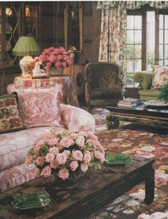 Elegant English country living room ideas for your home. English cottage interior design suggestions and inspiration. French Country Decorating, English Decor, English Country Cottages, Cheap Home Decor, Cottage Style, French Decor, Cottage Decor, English Country House, Country House Decor