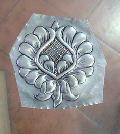 Tin Foil Art, Aluminum Foil Art, Aluminum Cans, Pewter Art, Pewter Metal, Bird Silhouette Art, Soda Can Art, Cultural Crafts, Glass Painting Designs