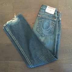 "MENS Authentic True Religion Jeans Size 32 MENS Authentic True Religion Jeans Size 32 waist; 33 Inseam; medium wash; (These are the ""Bobby"" Style); These are torn at the bottom from normal wear (see cover photo) Jeans"