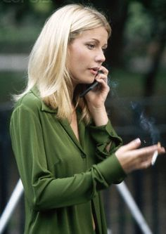 Gwyneth Paltrow - great expectations, new york Smoking Celebrities, Hottest Female Celebrities, Women Smoking, Girl Smoking, Celebs, Gwyneth Paltrow, Celebrity Smokers, Star Wars, Great Expectations