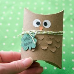 Who's lucky? Turn pillow boxes into cute St. Patrick's Day owls! Free printable.