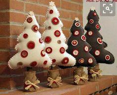 Natal com feltro! Felt Christmas Ornaments, Noel Christmas, Homemade Christmas, All Things Christmas, Christmas Projects, Felt Crafts, Holiday Crafts, Christmas Sewing, Xmas Decorations