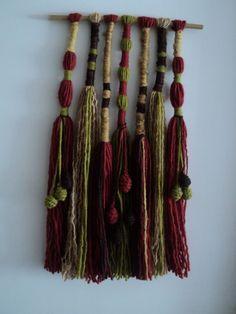 Resultado de imagen para telar mural decorativo Weaving Art, Loom Weaving, Tapestry Weaving, Hand Weaving, Yarn Wall Art, Diy Wall Art, Felt Wall Hanging, Creation Deco, Textile Fiber Art