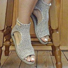 Магазин мастера Елена Гончарова Вязаная обувь (florina34) на Ярмарке Мастеров | Томск Easy Crochet Slippers, Crochet Sandals, Crochet Gloves, Crochet Scarves, Knit Crochet, Diy Crochet Patterns, Crochet Shoes Pattern, Shoe Pattern, Knit Shoes