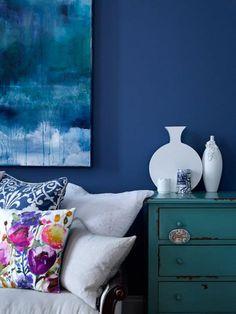 Wohnzimmer Wände Blau Weißes Sofa