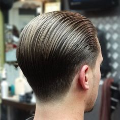 Important Style Short Back And Side Fade Haircut - Hair trends come and go each season, but there is a set of cuts that have proven to stand the test and Grease Hairstyles, Slick Hairstyles, Classic Hairstyles, Hairstyles Haircuts, Haircuts For Men, G Eazy Haircut, Beard Haircut, Fade Haircut, Tapered Haircut