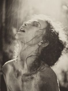 """""""Drink from the well of your self and begin again. Rain Photography, Portrait Photography, Art Photography Women, Black And White Portraits, Black And White Photography, Poesia Visual, I Love Rain, Under The Rain, Foto Art"""