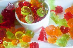 Gomas caseiras feitas apenas de gelatina sem adição de açúcar. O ideal para festas de crianças, são maravilhosas e saudáveis