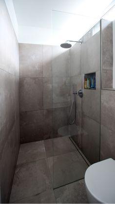 Bad, Bodengleiche Dusche, Glasabtrennung, Fliesen
