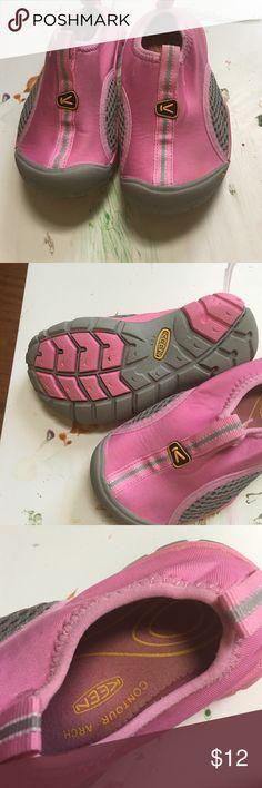 Size 9 keen shoes GUC Super cute size 9 kids keen water shoes! Keen Shoes Water Shoes