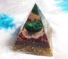 Orgonit Pyramida 6x6cm, Svůdnost & Vášeň Fossils, Christmas Bulbs, Shells, Meditation, Happiness, Rock, Gemstones, Crystals, Holiday Decor