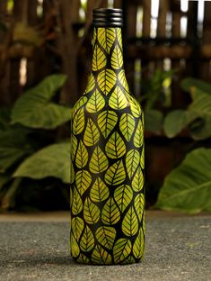 Channapatna Wood Craft Curio - Bottle - The India Craft House Glass Bottle Crafts, Wine Bottle Art, Painted Wine Bottles, Diy Bottle, Painting Glass Jars, Glass Painting Designs, Bottle Painting, Durga Painting, Frozen Toys