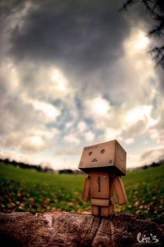 Meet the Danbo: Cute Little Cardboard Robot Photos - Land-of-Web Danbo, Smile Wallpaper, Iphone Wallpaper, Cardboard Robot, Amazon Box, Animated Love Images, Cute Box, Graphic Wallpaper, Cute Photography