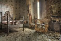 Abandoned home   urban decay   forgotten place   urbex   urban exploration
