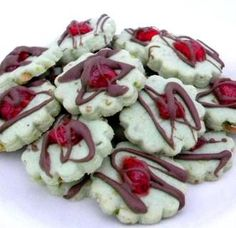 Spumoni Cookies: pistachio cookie with a marachino cherry & drizzle of chocolate YEILD 5 dozen 2 inch flower cookie cutter Half cherry on each cookie Made Mar 2017 Good Italian Cookie Recipes, Italian Cookies, Italian Desserts, Italian Foods, Crinkle Cookies, Spritz Cookies, Holiday Baking, Christmas Baking, Cookie Desserts
