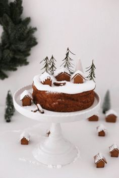 78 Classic Christmas Cake Decorating Ideas - Chicbetter Inspiration for Modern Women Christmas Cake Decorations, Christmas Sweets, Noel Christmas, Christmas Baking, Christmas Cookies, Simple Christmas, Xmas Food, Mini Desserts, Let Them Eat Cake