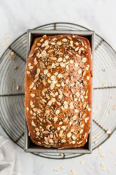 The Best Healthy Soft Seedy Sandwich Bread - Healthy Sandwich Bread Recipe, Homemade Sandwich Bread, Healthy Sandwiches, Flours Banana Bread, Oatmeal Bread, Ideas Sándwich, Whole Wheat Flour, Vegan Butter, Sunflower Seeds