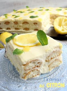 Lemon tiramisu - Easy And Healthy Recipes Thermomix Desserts, Köstliche Desserts, Sweet Desserts, Sweet Recipes, Cake Recipes, Dessert Recipes, Lemon Tiramisu, Tiramisu Dessert, Lemoncello Tiramisu