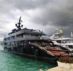 A #stunning yacht Main (213ft/65m) seen in #IbizaOwner: Giorgio Armani✨Builder: @codecasayachtsofficial Photo: @carolfeith