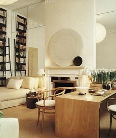 Room of the Day ~ soothing, neutral and stylish office-guest room-library by Tom Scheerer in nod to Billy Baldwin design de casas Studio Apartment Layout, Apartment Design, York Apartment, Studio Apartments, Home Interior, Interior Architecture, Classic Interior, Interior Modern, Interior Decorating