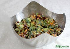 Salatalarda degisik tatlar denemeye bayiliyorum. Bir de icinde degisik dokularda yumusak, kitir kitir ve kremali malzemeler olursa harika. Tam bir ogun gibi. Bu salatanin bence en guzel yani brok…