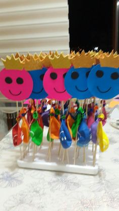 Okulda ilk gün hediyesi balonlar Drawing For Kids, Art For Kids, Crafts For Kids, Abc Learning Games, Preschool Activities, Preschool Education, Student Of The Week, School Labels, Pencil Toppers
