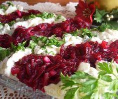 Zobacz zdjęcie Świąteczna sałatka śledziowa  Składniki 3 podwójne filety śledziowe marynowane 2 małe ziemniaki 1/2 białej cebuli 2-3 łyżki majonezu 3 łyżki bardzo gęstego jogurtu naturalnego 1 duży burak 1,5 gruszki 5 dkg żurawiny (świeżej lub mrożonej) 1/2 cebuli czerwonej 1 łyżka oliwy 2 łyżki cukru do smaku: sól, pieprz mielony ziołowy 2 łyżki natki pietruszki Ziemniaki i buraka gotujemy w łupinach do miękkości, ale oddzielnie, studzimy, obieramy. Ziemniaki kroimy w małą kostkę, buraka…