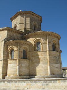 Cabecera de la iglesia de San Martín de Frómista (Palencia). Obra maestra de la arquitectura románica española, levantada en el siglo XI.