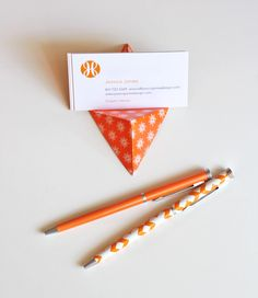 Easy origami business card stand | How About Orange