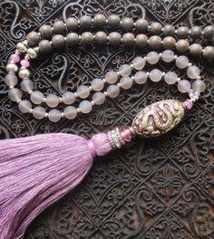 Ketten lang - Mala Kette Tibet Quaste Taupe Mauve Achate Silber - ein Designerstück von weibsbild bei DaWanda