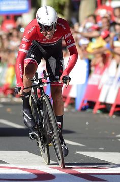 """Trek Segafredo's Spanish cyclist Alberto Contador sprints at the end of the 16th stage of the 72nd edition of """"La Vuelta"""" Tour of Spain cycling race, a 40.2 km individual time trial from Circuito de Navarra in Los Arcos to Logrono, on September 5, 2017. / AFP PHOTO / JOSE JORDAN"""