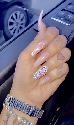 Nail art is a very popular trend these days and every woman you meet seems to have beautiful nails. It used to be that women would just go get a manicure or pedicure to get their nails trimmed and shaped with just a few coats of plain nail polish. Cute Acrylic Nails, Glitter Nails, Pink Acrylics, Nails On Fleek, My Nails, Crome Nails, Nagel Hacks, Nagel Gel, Birthday Nails