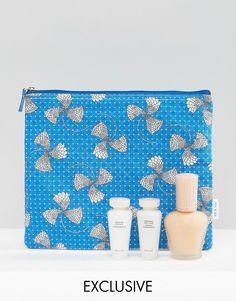Imagen 1 de Base de maquillaje hidratante y set para el cuidado de la piel con neceser GRATIS exclusivo para ASOS de Paul & Joe