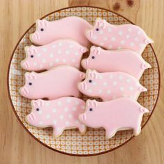 Gorgeous decorated pig cookies | 10 Clever Cookies Part 2 - Tinyme Blog