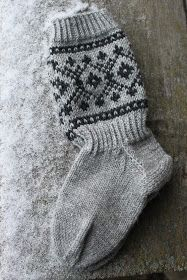 Joulusukat Diy Crochet And Knitting, Crochet Socks, Knitting Charts, Easy Knitting, Knitting Socks, Knitted Hats, Knitting Patterns, Tutu Bailarina, Sock Toys