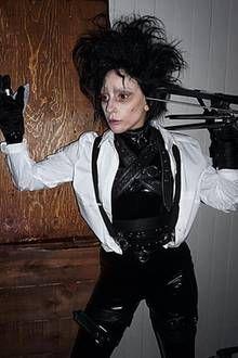 Bildergebnis Fur Edward Mit Den Scherenhanden Parody Poster Mit Bildern Halloween Kostum Halloween Kostumvorschlage