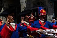 #miqueletsCAT - Jura de fidelitat a la Bandera del Regiment per part dels nous reclutes. Revolutionaries, Cats, Dresses, Fashion, War, Flags, Vestidos, Moda, Gatos