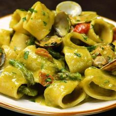 Asparagus and clam cream calamarata with cherry tomatoes - Al.ta Cucina, Food And Drinks, Asparagus and clam cream calamarata with cherry tomatoes - Al. Pasta Recipes, Cooking Recipes, Asparagus Pasta, Weird Food, Italian Pasta, Clams, Cherry Tomatoes, Pasta Dishes, My Favorite Food