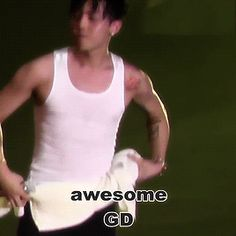 Jiyong rocking out (3/4)