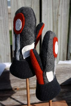 Felted Wool Mittens Garden Blooms-Red and Black by whimsiedots Sweater Mittens, Old Sweater, Wool Sweaters, Wool Felt, Felted Wool, Felted Scarf, Recycled Sweaters, Recycled Clothing, Sewing Scarves