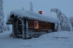 Cabin with snow and stove Winter Cabin, Cozy Cabin, Winter Snow, Little Cabin, Little Houses, Cabin Homes, Log Homes, Cabana, Cabins And Cottages