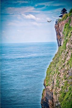 Discover 50 Must Visit Places Around The World. Cliff diving from Uluwatu Temple, Bali, Indonesia Temple Bali, Uluwatu Temple, Komodo Island, Gili Island, Places Around The World, Around The Worlds, Beautiful World, Beautiful Places, Cliff Diving