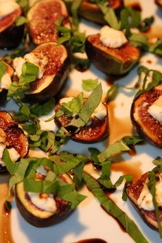I cannot wait for some fresh figs to make this! Figs with Basil and Goat Cheese Great Recipes, Healthy Recipes, Kitchen Gardening, Fresh Figs, Fig Tree, Yummy Appetizers, Goat Cheese, Basil, Zucchini