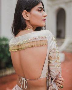 Silk Saree Blouse – 20 Latest Blouse Designs For Silk Sarees - pinpon.site/fashion Silk Saree Blouse – 20 Latest Blouse Designs For Silk Sarees Blouse Back Neck Designs, Fancy Blouse Designs, Bridal Blouse Designs, Saree Blouse Designs, Indian Blouse Designs, Choli Blouse Design, Blouse Styles, Sari Bluse, Lehenga Blouse