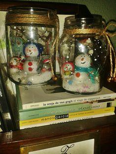 Muñecos de nieve en tarro de cristal.