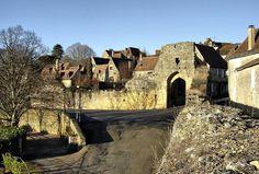 Domme (Photo Daniel Farinelle) : au rebord d'une vertigineuse falaise, la bastide royale offre sur la vallée de la Dordogne un panorama exce...