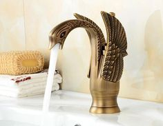 High Water Flow Single-Handle Kitchen Mixer Sink Tap Kitchen Faucet Vintage swan Shape hot and Cold Water Ceramic Valve Single Hole Single Handle Bathroom Basin Faucet with UK Standard Fittings Copper Kitchen Faucets, Kitchen Faucet With Sprayer, Copper Farmhouse Sinks, Pull Out Kitchen Faucet, Vessel Faucets, Kitchen Handles, Kitchen Fixtures, Copper Faucet, Bathroom Fixtures